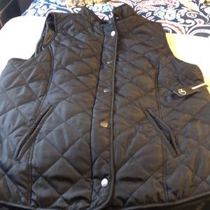 NWT Women's Black L New Direction quilted Vest